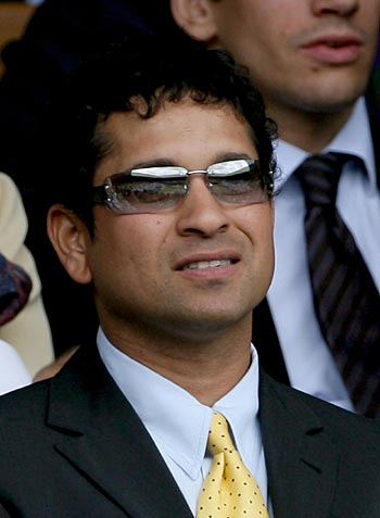 http://sandeepkumar84.files.wordpress.com/2010/11/sachin-tendulkar-wallpaper-sandeepkumar84-4.jpg